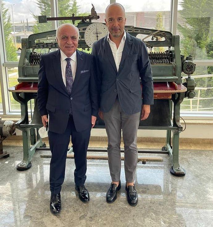 Bursa Deri İhtisas ve Karma OSB' de Başkanlık görevine yeniden seçilen Sayın Rıfat Aygüler'i Kutlarız